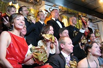 Glada guldbaggevinnare samlades på Berns i Stockholm efter prisutdelningen. Foto: Maya Kirzner